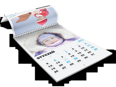 W każdym z 12 miesięcy kalendarza możesz umieścić swoje własne zdjęcia. Dopasuj zdjęcie do miesiąca, pory roku lub wydarzenia z życia Twojej rodziny.