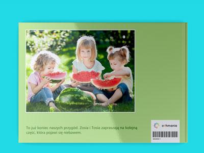 Tylną okładkę także można zagospodarować. Można tam umieścić jedno pożegnalne zdjęcie i kilka zdań tekstu.