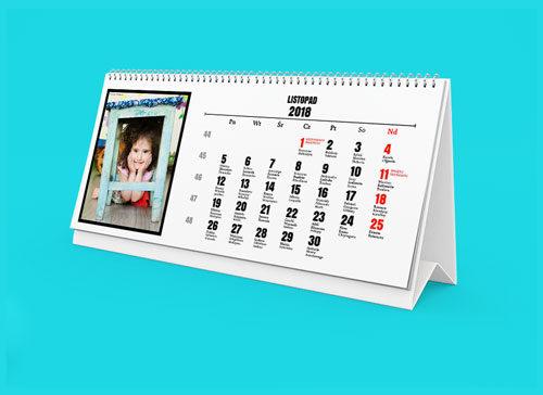 W każdym z 12 miesięcy kalendarza możesz umieścić swoje własne zdjęcie. Dopasuj zdjęcie do miesiąca, pory roku lub wydarzenia z życia Twojej rodziny.