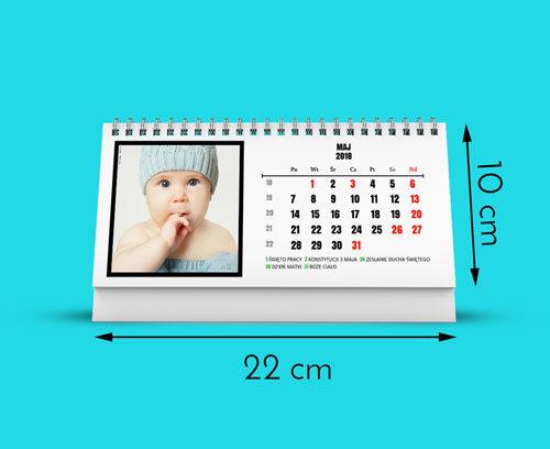 Nasze kalendarze są wydrukowane na najwyższej jakości papierze satynowanym 160g. Kalendarz ma rozmiar 220 na 100mm. Otrzymujesz 12 stron miesięcy plus okładkę (6   1 dwustronnie zadrukowanych kartek). Kalendarz posiada metalową sprężynkę i podstawkę z białego kartonu.