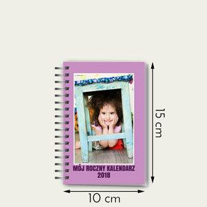 """Rozmiar 10 na 15 cm  126 stron, 53 tygodnie  Nawet 106 zdjęć (do 2 w tygodniu)  Własne zdjęcia w każdym miesiącu  Własne święta na każdy tydzień  Cena: 38 zł    [ouhmania-edit-button type=""""K11"""" size=""""large"""" color=""""default""""]Rozpocznij edycję[/ouhmania-edit-button]  Zobacz jak zamówić terminarz, krok po kroku"""