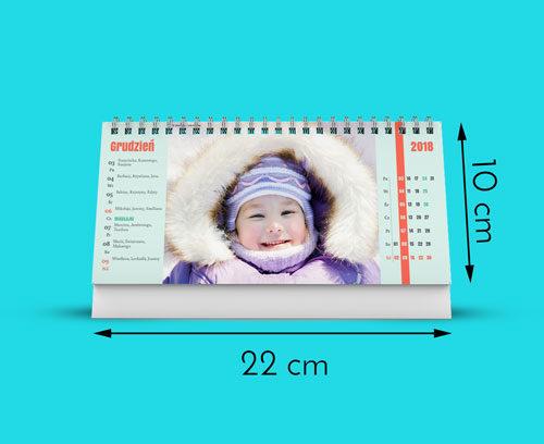 Nasze kalendarze są wydrukowane na najwyższej jakości papierze satynowanym 160g. Kalendarz ma rozmiar 220 na 100mm. Otrzymujesz 53 stron tygodni plus okładkę (53   1 dwustronnie zadrukowanych kartek). Kalendarz posiada metalową sprężynkę i podstawkę z białego kartonu.