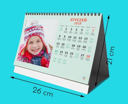 Nasze kalendarze są wydrukowane na najwyższej jakości papierze satynowanym 160g. Kalendarz ma rozmiar 260 na 210mm. Otrzymujesz 12 stron miesięcy plus okładkę (6   1 dwustronnie zadrukowanych kartek). Kalendarz posiada metalową sprężynkę i podstawkę z białego kartonu.