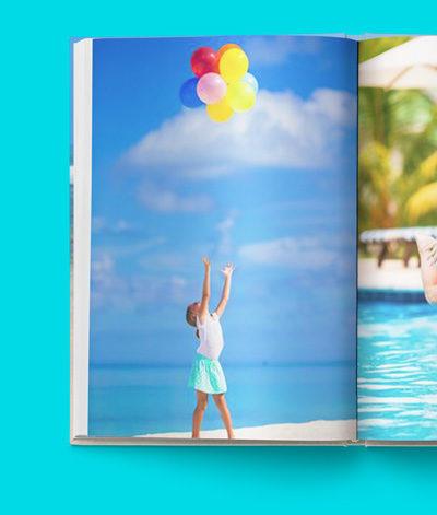 Dobrze jest umieścić w książce jak najwięcej zdjęć. Jednak tak naprawdę najlepiej zdjęcia wyglądają kiedy są duuuuże. Najlepiej na całą stronę. W większości naszych projektów zdjęcia są automatycznie układane właśnie w taki sposób. Poczytaj o tym więcej w opisach naszych projektów książek.