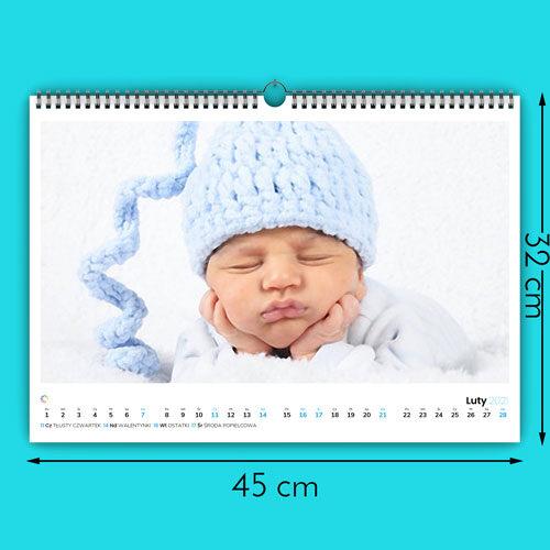 Nasze kalendarze są wydrukowane na najwyższej jakości papierze satynowanym 160g. Kalendarz ma rozmiar 450 na 320mm. Otrzymujesz 12 stron miesięcy plus okładkę (6   1 dwustronnie zadrukowanych kartek). Kalendarz posiada metalową sprężynkę i zawieszkę. Dla usztywnienia z tyłu kalendarza dodajemy plecki z kartonu.